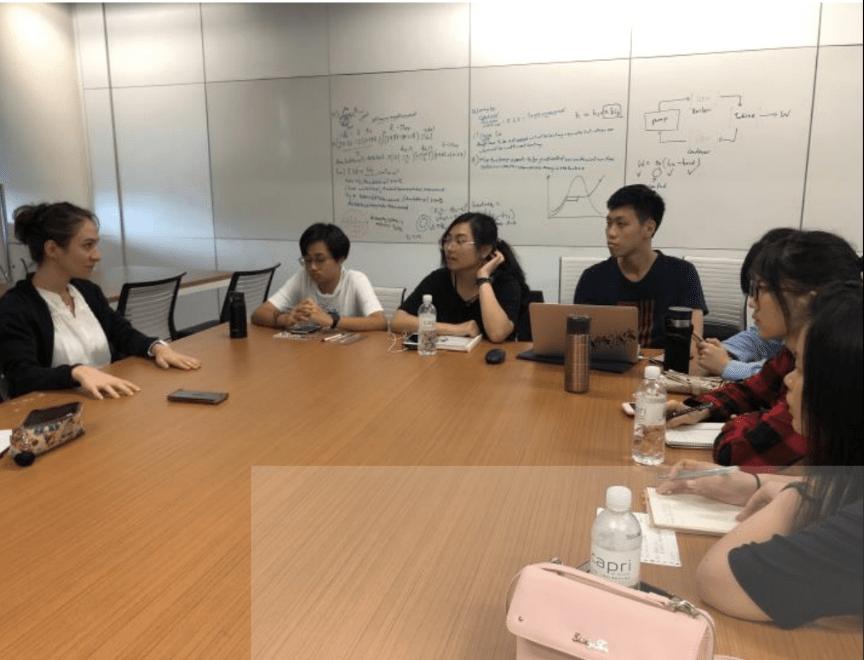 新加坡科技設計大學移地教學-與外籍老師討論基地活化方案